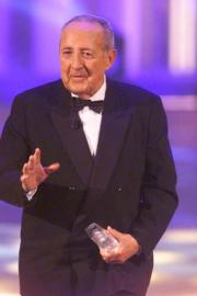 Träger des Ehrenpreises der Stifter Prof. Dr. Peter Scholl-Latour