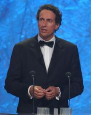 Prof. Dr. Julian Nida-Rümelin hält die Laudatio für das Fernsehereignis des Jahres