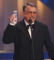 Heinrich Breloer mit dem Fernsehpreis für Die Manns