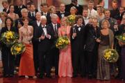 DER DEUTSCHE FERNSEHPREIS 2003: Alle Preisträger und Laudatoren versammeln sich zum großen Finale gemeinsam auf der Bühne.