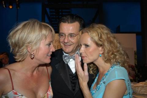 Ulla Kock am Brinck, Hans Mahr und Katja Burkhard stecken die Köpfe zusammen (v. li.)
