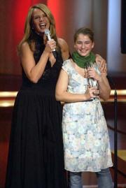 Linda de Mol mit Förderpreis-Gewinnerin Henriette Confurius
