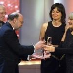 Laudatorin Alice Schwarzer übergibt den Fernsehpreis für Beste Informationssendung