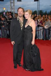 Strahlen um die Wette: Jan Josef Liefers und Ehefrau Anna Loos