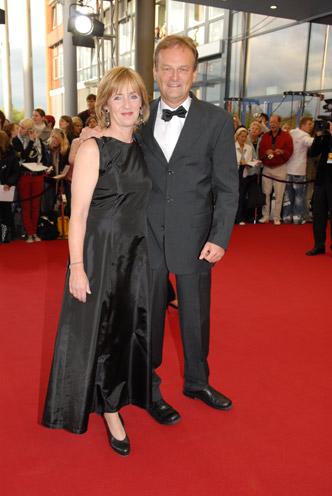 Dr. Angela Maas und Frank Plasberg