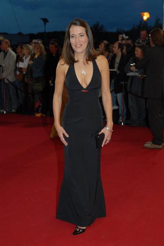 Anne Will auf dem roten Teppich, bevor sie den Preis für die Beste Moderation Information erhielt