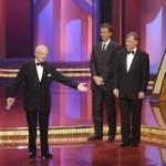 Friedrich Nowottny bedankt sich für den Ehrenpreis der Stifter