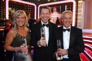 """Ulrike von der Groeben, RTL-Chefredakteur Peter Kloeppel (Mi.) und Redaktionsleiter Michael Wulf in der Kategorie """"Beste Informationssendung"""".  Foto: RTL / Stefan Menne"""