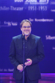 Der Ehrenpreis der Stifter für Götz George.  Foto: RTL / Stefan Menne