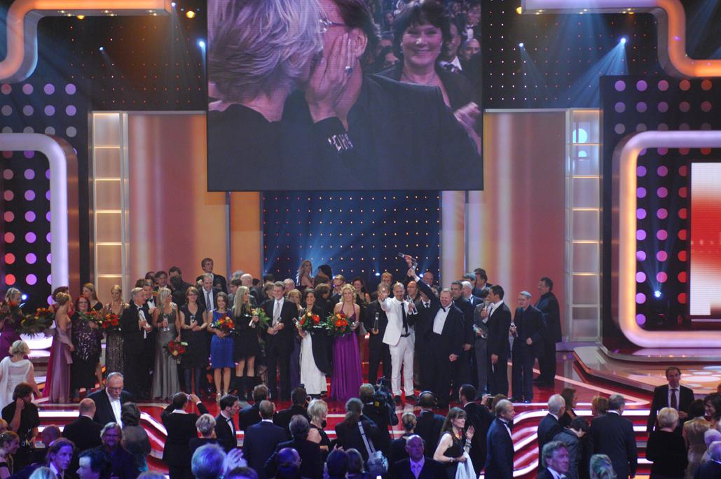 Abschlussbild: Alle Preisträger und Paten auf der Bühne