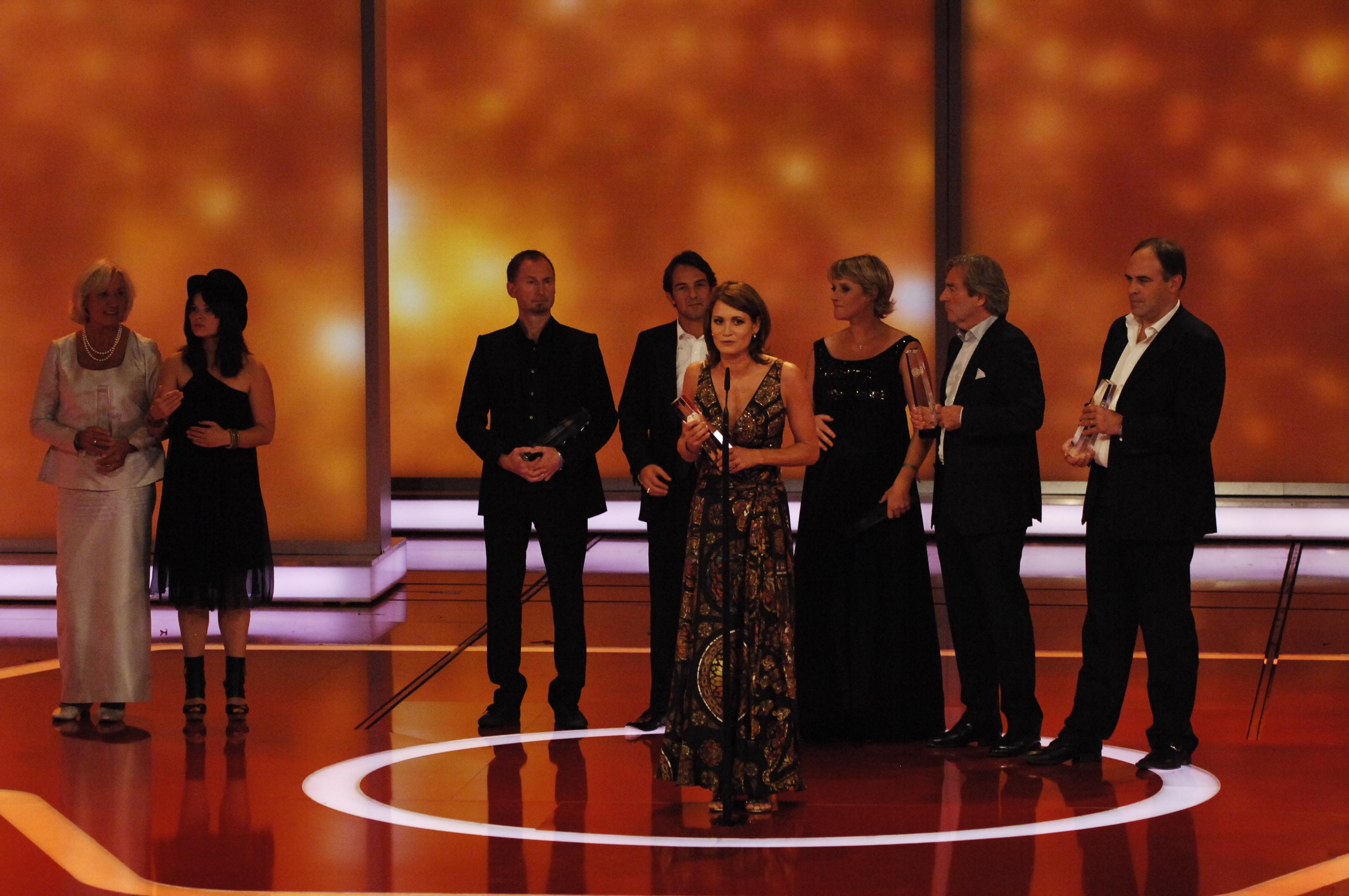 Bester Mehrteiler: Anja Kling und das Team von Wir sind das Volk