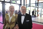 Roter Teppich beim Deutschen Fernsehpreis 2010: EX-WDR-Intendant Fritz Nowottny mit seiner Ehefrau  Gisela.