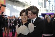 Roter Teppich beim Deutschen Fernsehpreis 2010: Miriam Pielhau und Begleitung