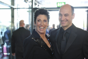 Roter Teppich beim Deutschen Fernsehpreis 2010: Erika Bergerund Begleitung