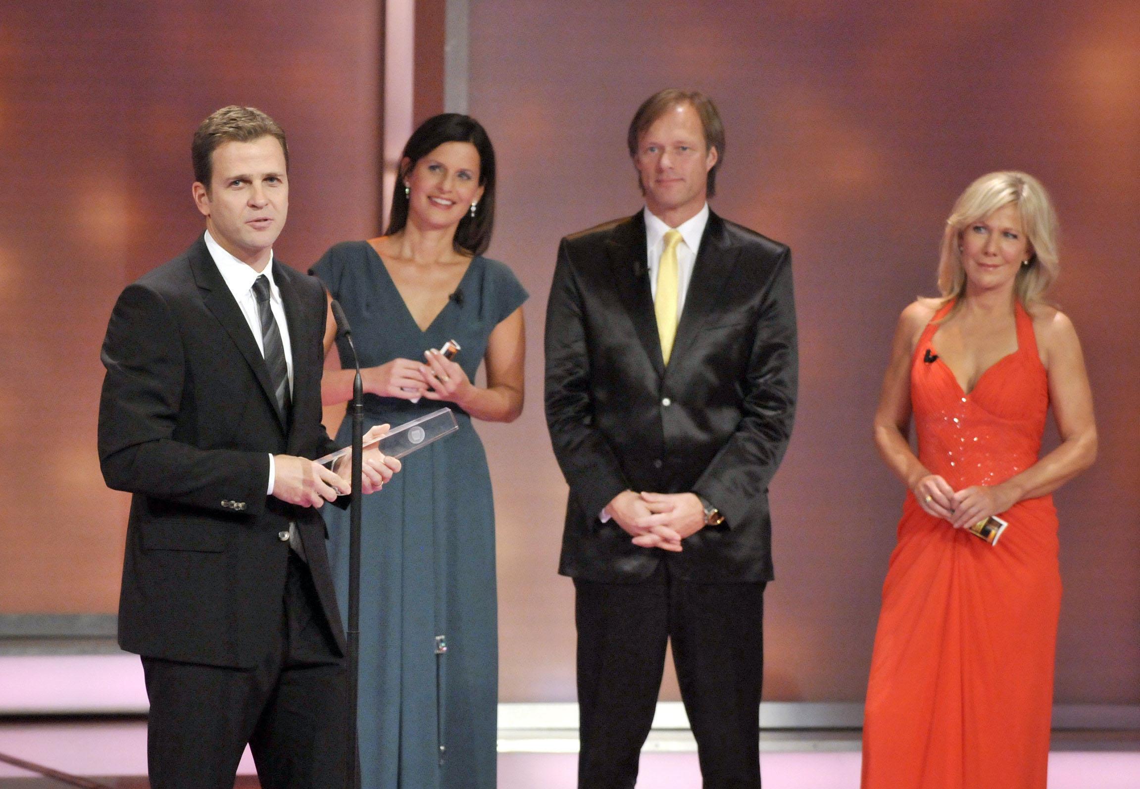 Oliver Bierhoff nimmt den Ehrenpreis der Stifter entgegen
