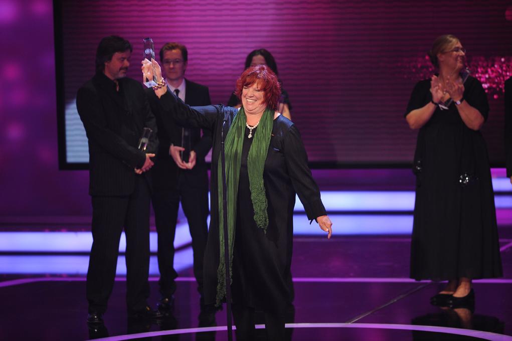 Produzentin Regina Ziegelr bedankt sich im Namen des Teams von Weissensee, Kategorie Beste Serie