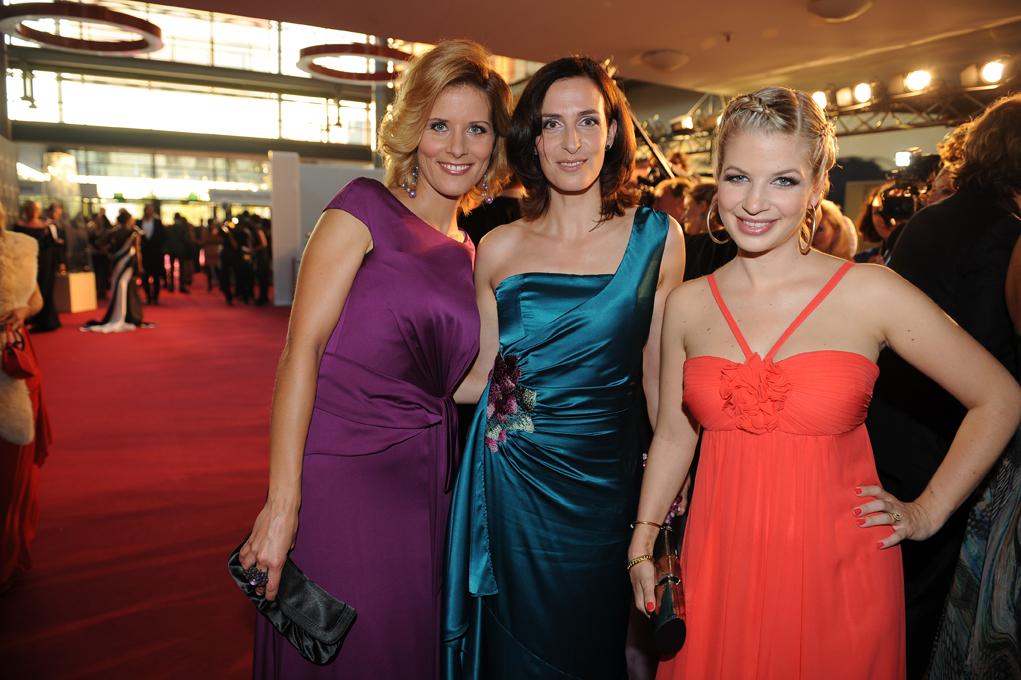 Moderatorin Miriam Langer mit den GZSZ-Stars Ulrike Frank und Susan Sideropoulos