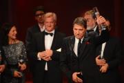 """Der Schauspieler Udo Jürgens nimmt den Preis in der Kategorie """"Bester Mehrteiler"""" für """"Der Mann mit dem Fagott (ARD)"""" entgegen."""