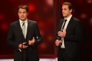Die Autoren Lutz Ackermann und Christian Esser erhalten für für ZDFzoom: Mr. Karstadt den DEUTSCHEN FERNSEPRIES in der Kategorie Beste Reportage
