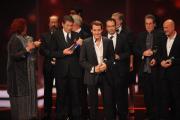 """David Rott nimmt den Preis in der Kategorie """"Bester Mehrteiler"""" für """"Der Mann mit dem Fagott (ARD)"""" entgegen."""
