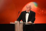 Norbert Blüm hält die Laudatio für den diesjährigen Ehrenpreisträger Frank Elstner