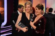 Ina Weisse und Barbara Auer freuen sich über ihre Auszeichnung als Beste Schauspielerin