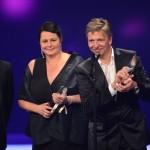 VOX-Chefredakteur Kai Sturm bedankt sich im Namen des Teams von Cover My Song für die Auszeichnung in der Kategorie Beste Unterhaltung Doku/Dokutainment