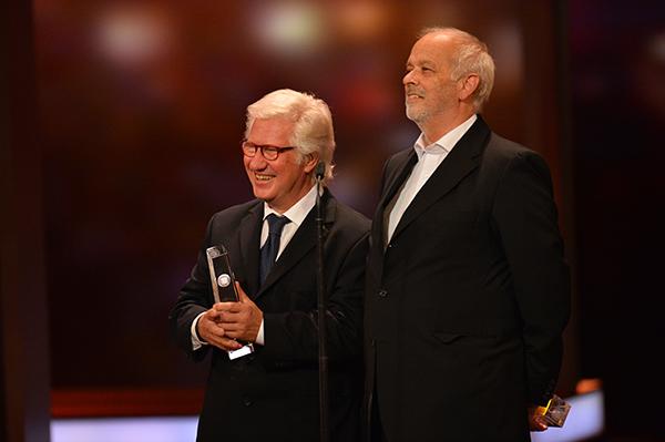 Hans Georg Ullrich und Detlef Gumm freuen sich über den DEUTSCHEN FERNSEHPREIS