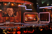 Tom Buhrow hält die Laudatio auf Ehrenpreisträger Gerd Ruge