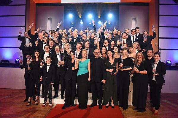 Abschlussbild aller Preisträger 2016