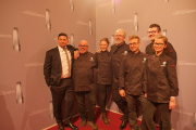 Tim Mälzer mit Kochteam
